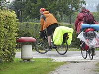 Велоштаны на багажнике велосипеда