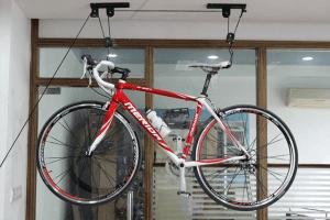 потолочное крепление для хранения велосипеда в квартире
